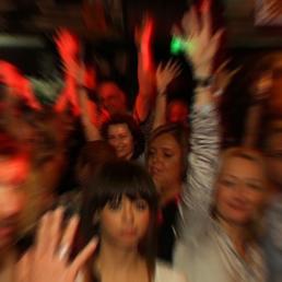 Luxfunk Party - kezek a magasban