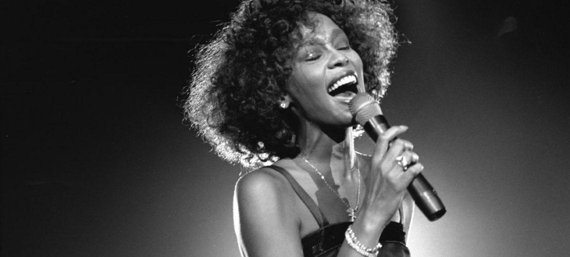 November 25. – Az Exhale siker, Whitney Houstontól