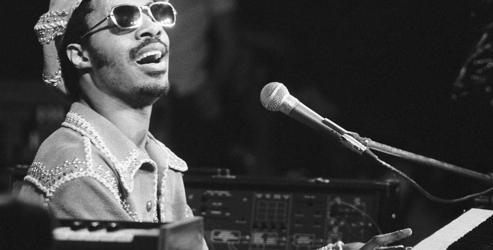 Május 19. – Napfényes No.1 Stevie Wondertől