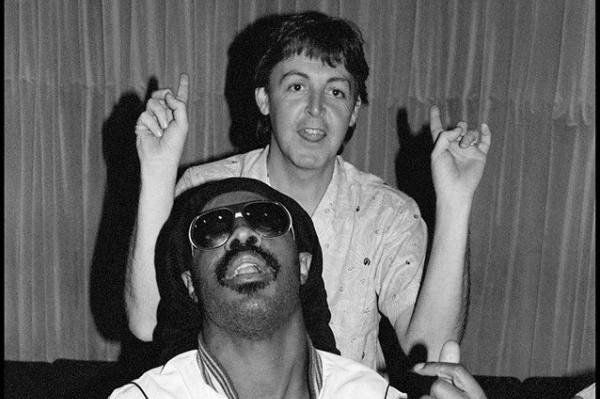 Április 25. – Stevie Wonder & Paul McCartney a csúcson!