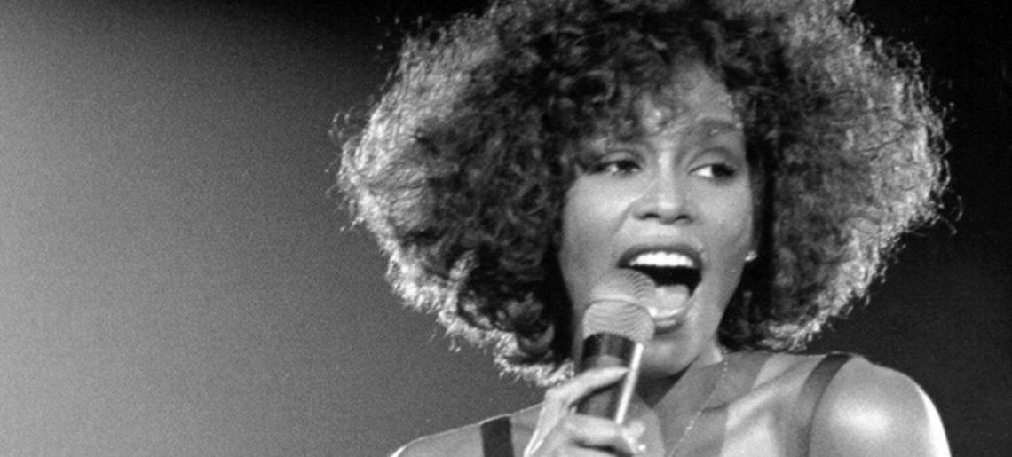 Május 17. – No.1 Whitney Houstontól
