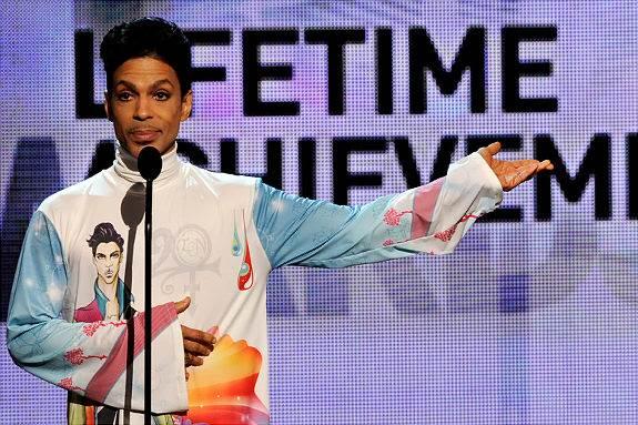 Június 12. – Prince díjat kap