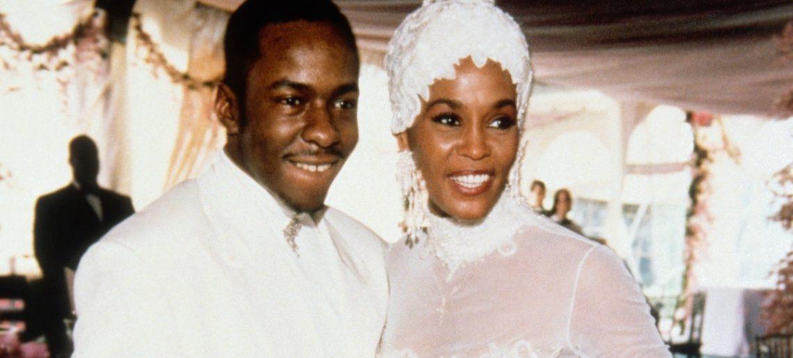 Július 18. – Whitney Houston és Bobby Brown esküvője